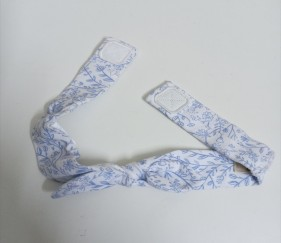 Blue and white floral cotton bow - MOM01es