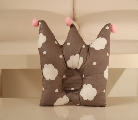 Cute Crown Pillow - MOMj74g